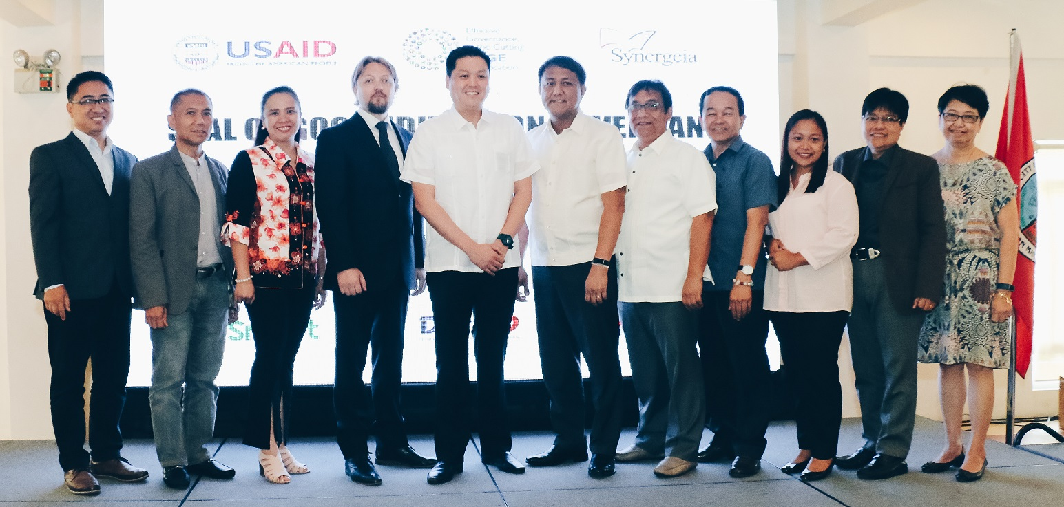 Luzon recipients of the 2017 Seal of Good Education Governance receive incentives from PLDT and Smart.