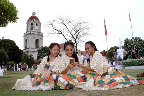 Smart, local partners launch Cebuano learning app