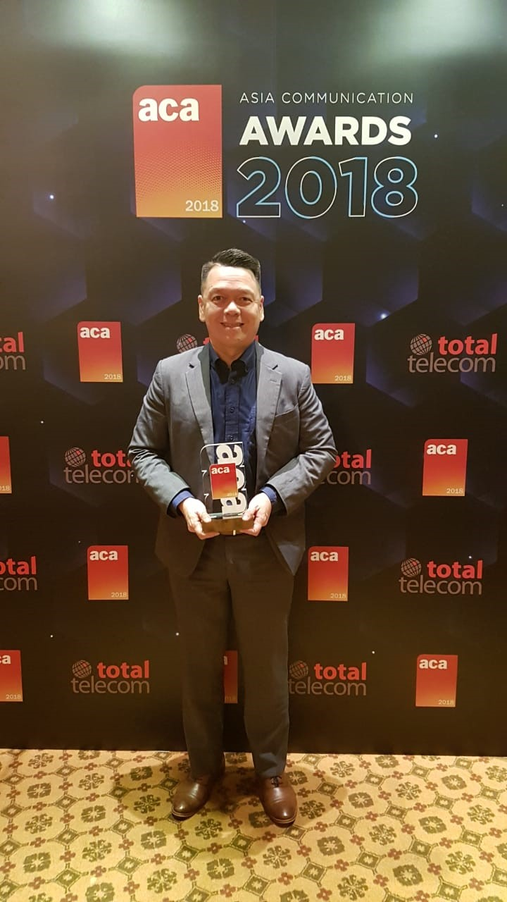 Receiving the award for Smart was PLDT Global FVP and head of business development Albert Villa-Real
