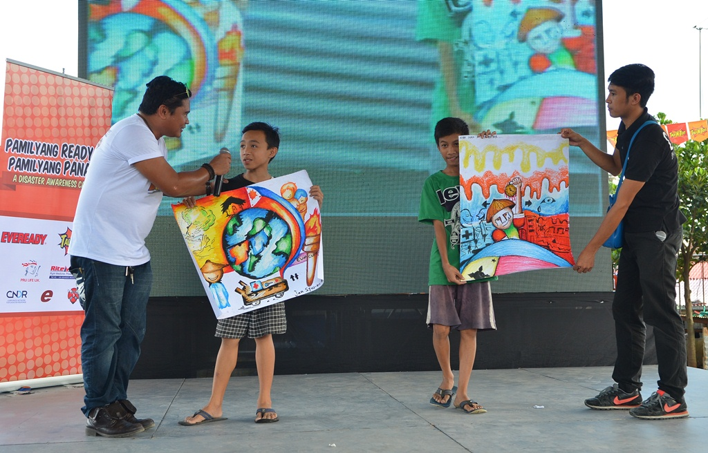 4 September 2014 Two Young Residents Of Barangay Bagong Silangan In Batasan Quezon City Showed Their Winning Art Works The Poster Making Contest